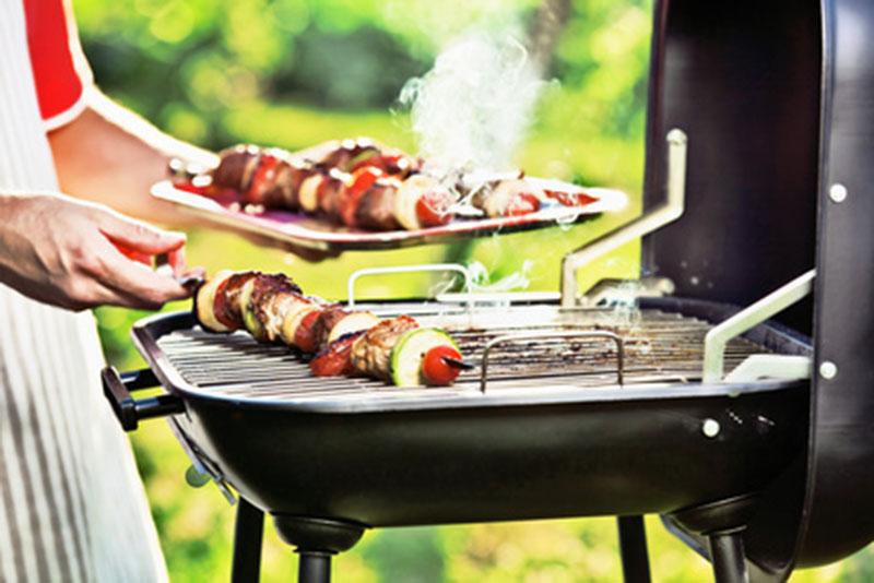 e974a4498635 Les cuissons de l été - Barbecue, gril ou plancha, lequel choisir