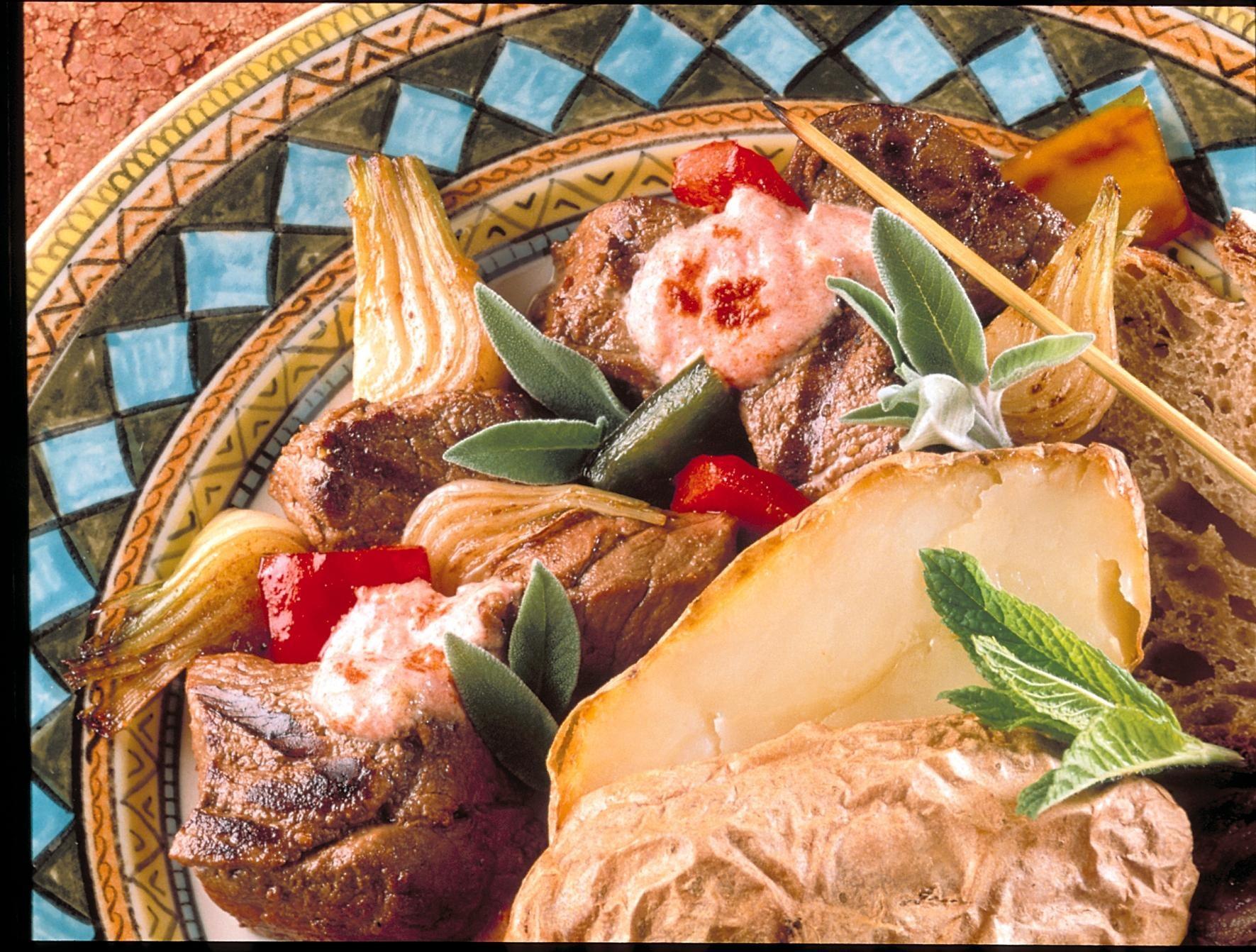 Brochettes de boeuf la sauce turque recettes de for Viande cuisinee