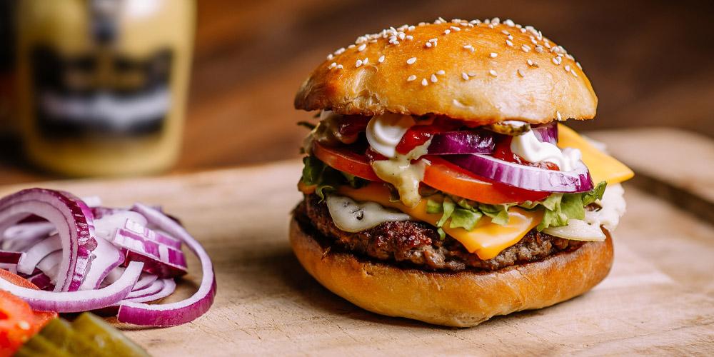 Le Hamburger Passe A Table Cuisine Achat La Viande Fr