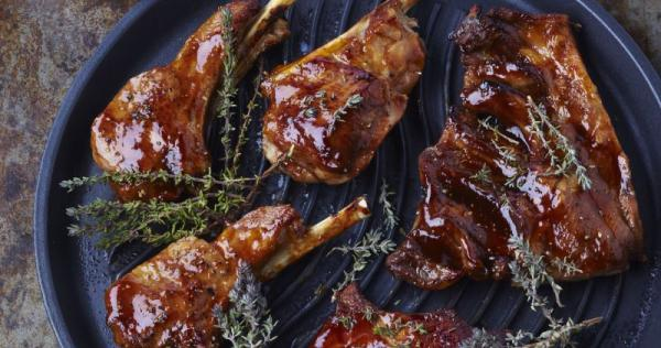 Grillades d'agneau sauce barbecue